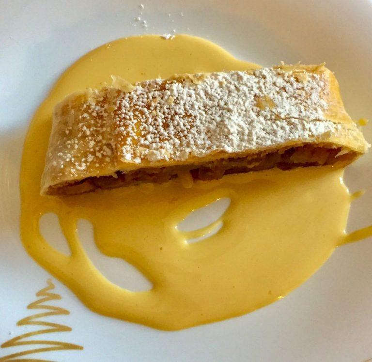 Desserts: Strudel