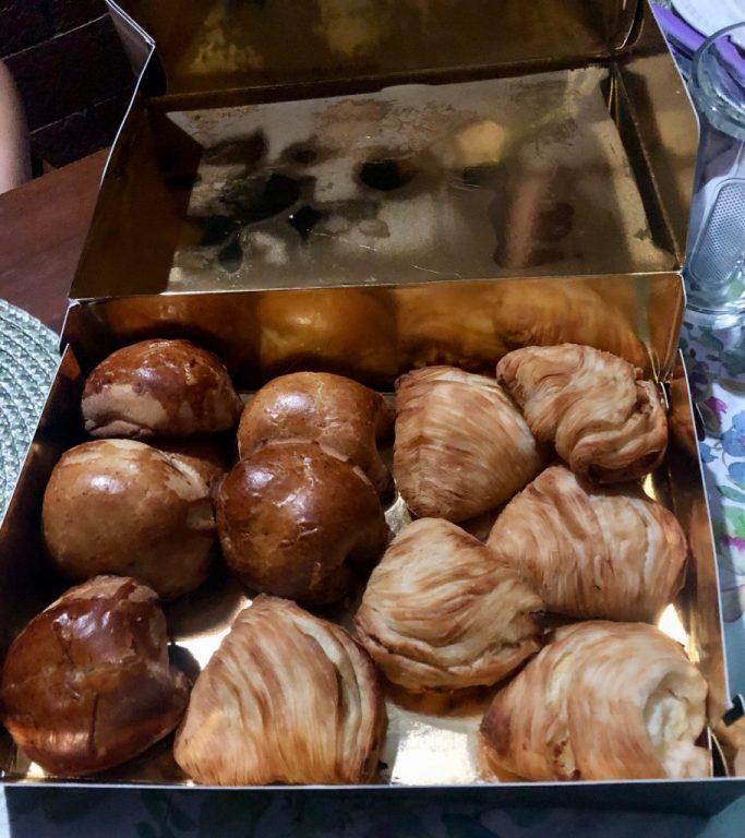 Scaturchio's gift box with sfogliatelle