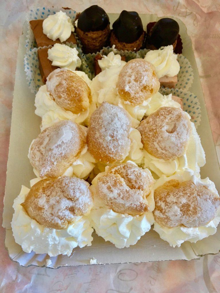 Desserts: small pastry or pasticcini